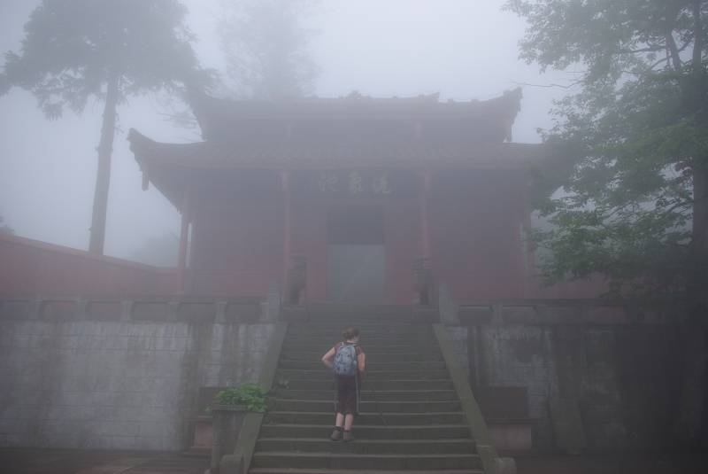 Edel finding a temple in the fog.