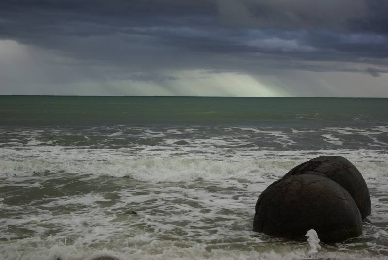 The odd Moeraki boulders south of Oamaru.
